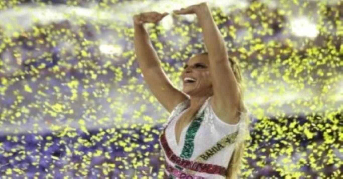 'Meu coração está explodindo de felicidade', diz Ivete Sangalo