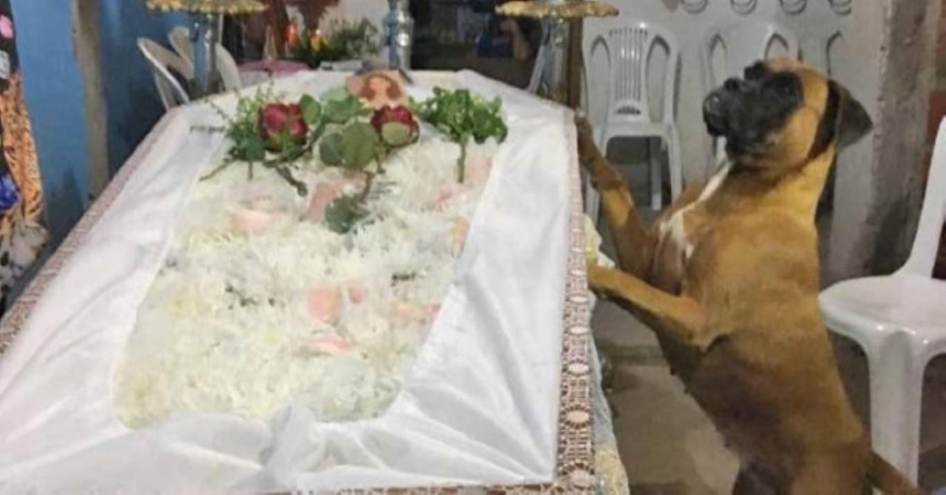 Corpo de jovem morto após receber 'gravata' de segurança é enterrado no Ri