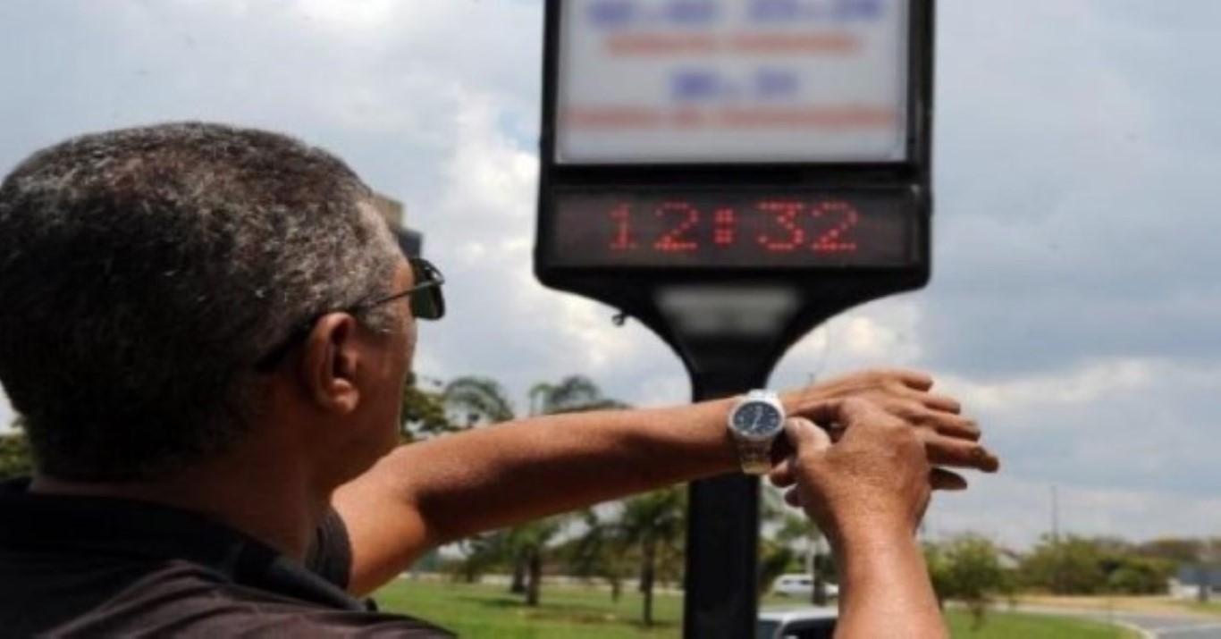 Entenda o fim do horário de verão em 5 pontos. O presidente Jair Bolsonaro vai assinar nesta quinta-feira decreto que acaba com o horário de verão. Em vigor