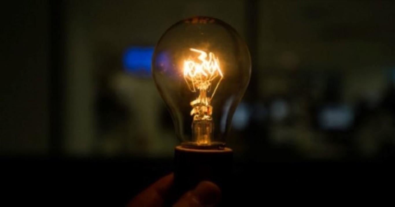 Lâmpadas incandescentes devem ser retiradas do mercado até 2016 (Marcello Casal Jr/Agência Brasil)