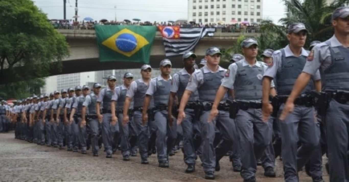 À BBC, Mourão diz que Congresso aprova 'qualquer coisa' para militar