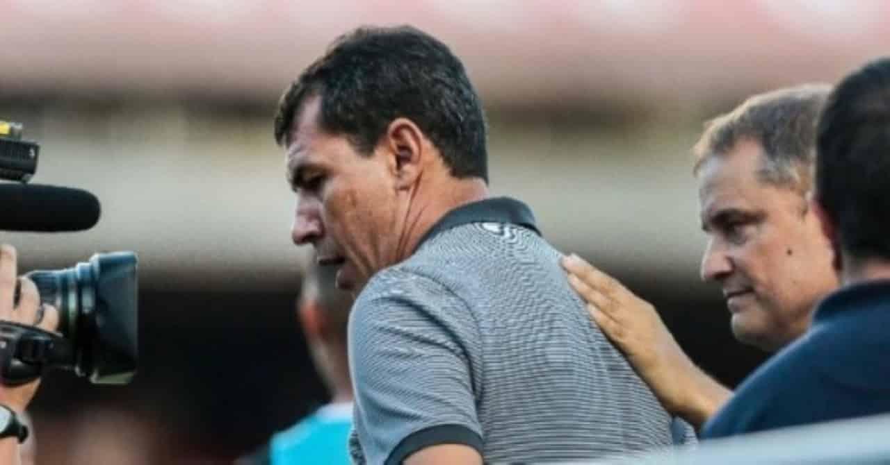 Com arbitragem polêmica, Corinthians vence São Paulo e aumenta crise rival