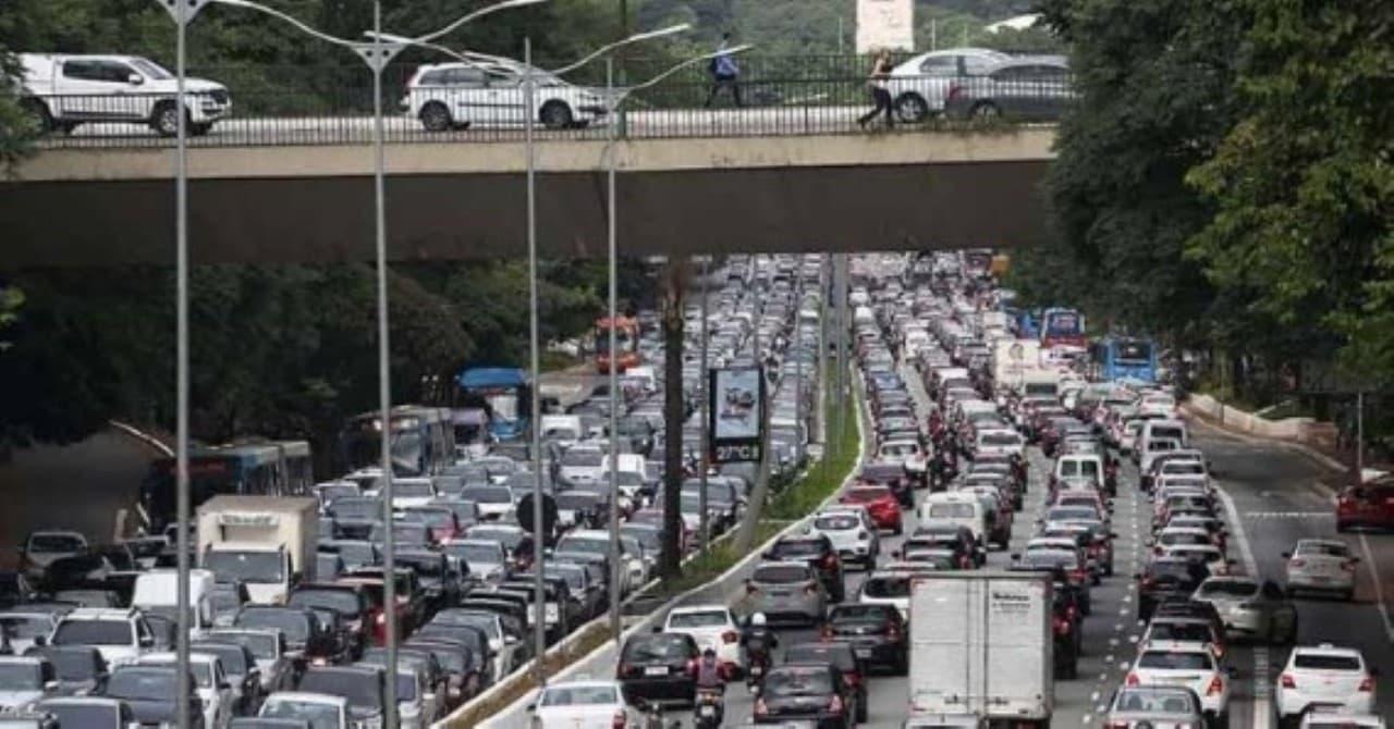Congestionamentos caíram em três anos em SP, indicam dados de app. A Grande São Paulo registrou uma redução de congestionamentos nos últimos três anos