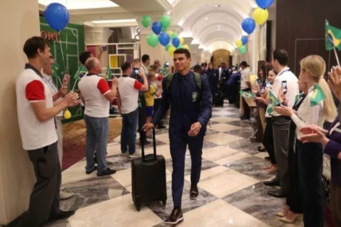 Thiago Silva diz que pretende jogar Copa de 2022 aos 38 anos e exalta Tite