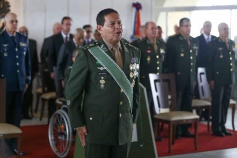 Mourão descarta intervenção e diz que governo Maduro é 'criminoso'