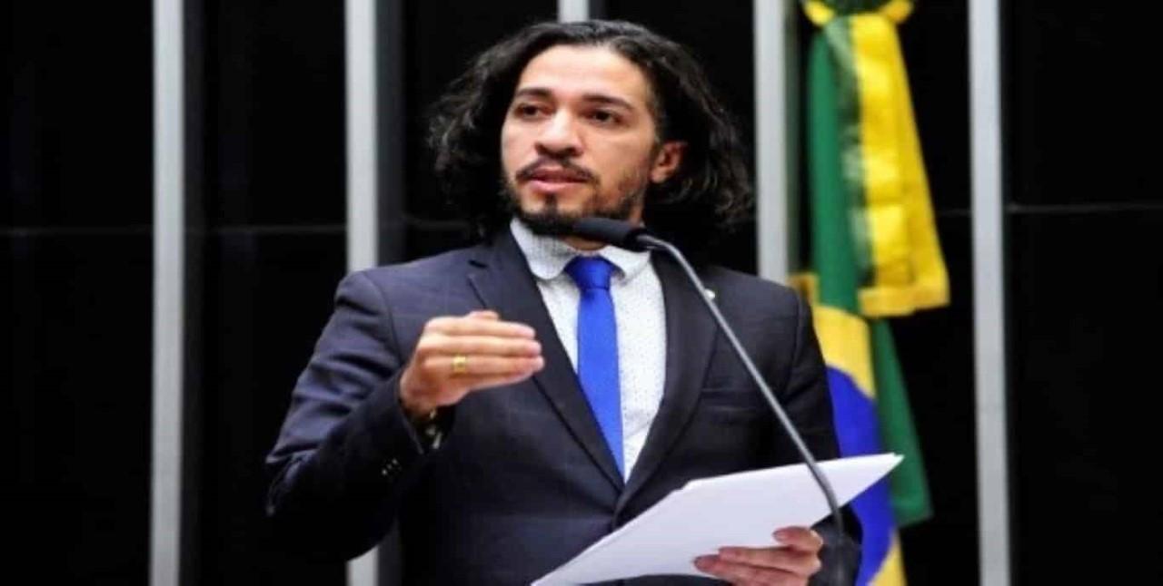 Com medo de ameaças, Jean Wyllys, do PSOL, desiste de mandato e deixa o Brasil
