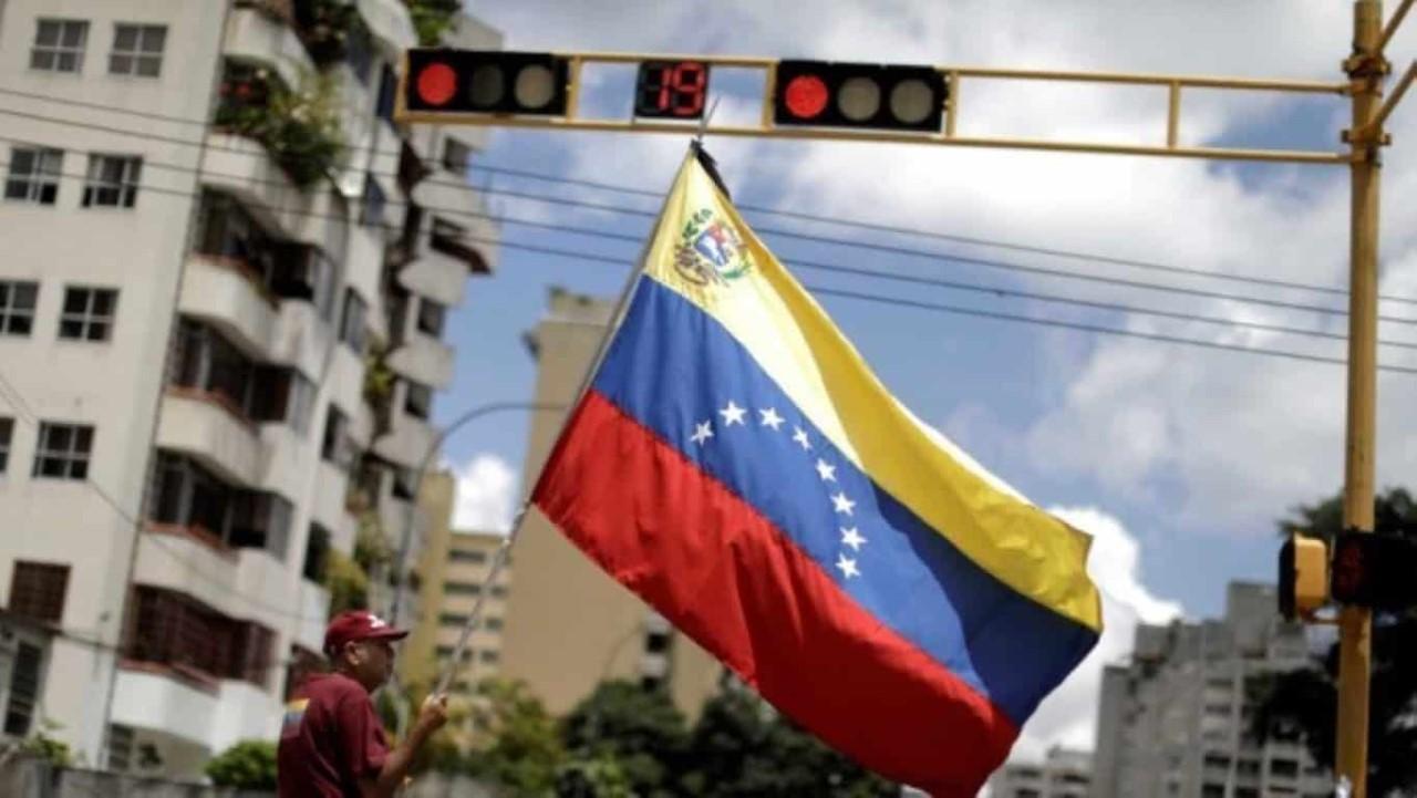 Prefeitura de Medellín implode edifício onde Pablo Escobar viveu