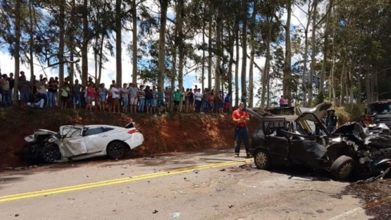 Acidente com dois carros e ônibus deixa cinco feridos em São Paulo