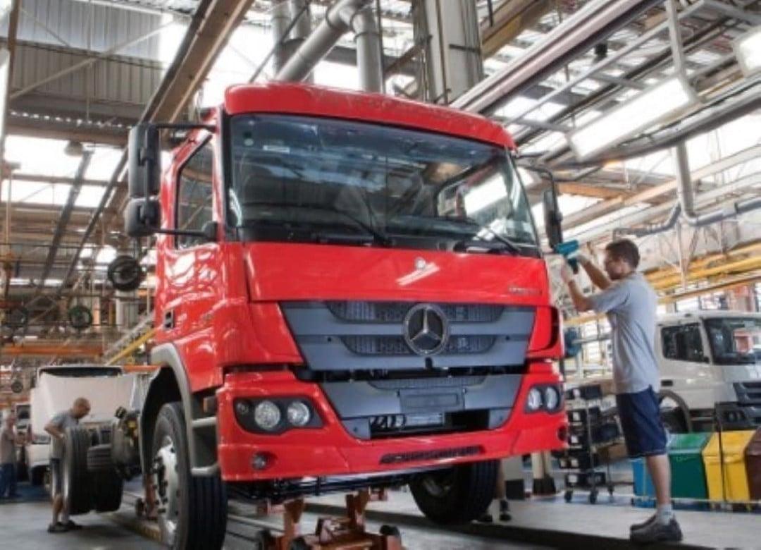 Mercedes-Benz vai contratar até 600 temporários para fábricas de caminhões — Foto: Mercedes-Benz/Divulgação