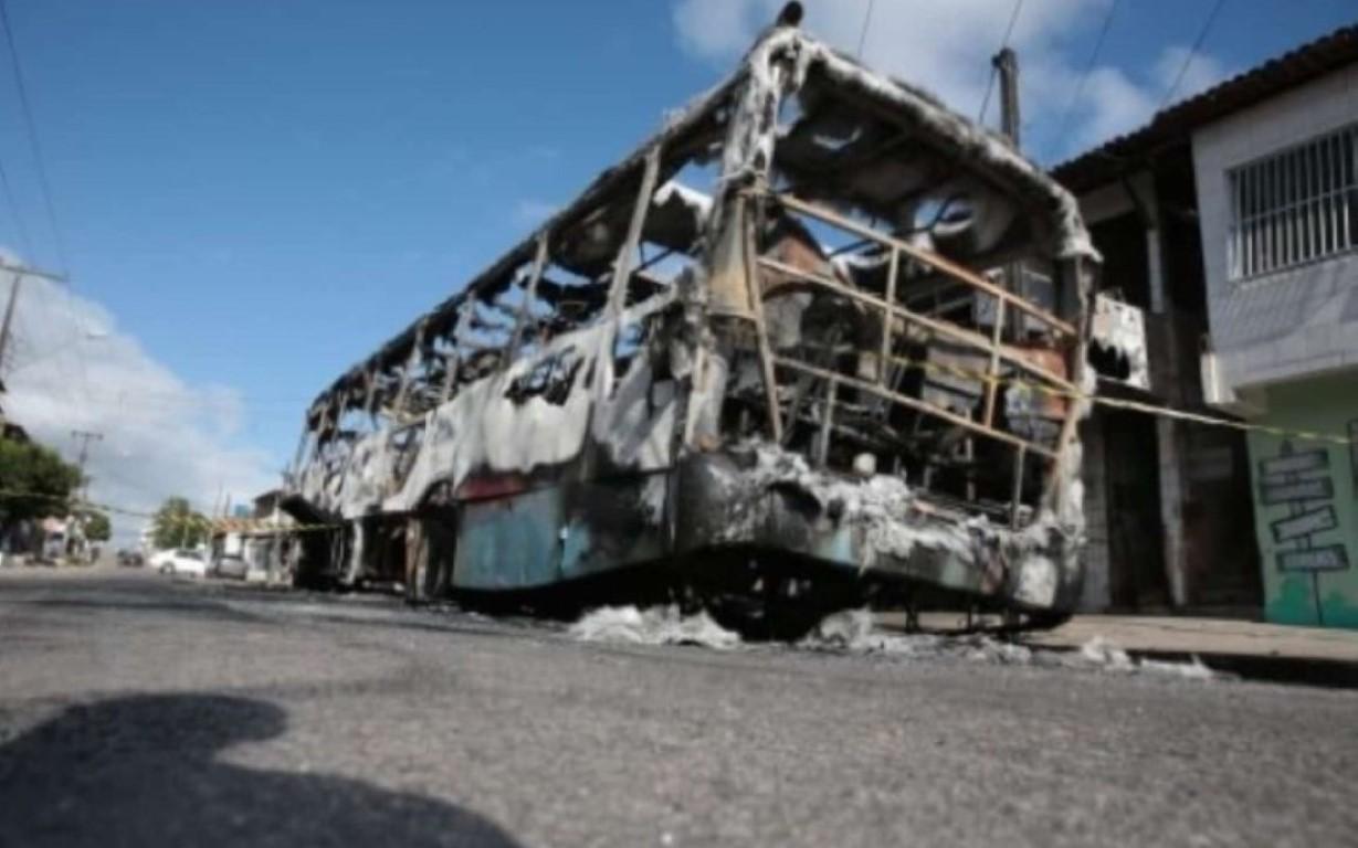 Veículos, shopping e bancos são atacados no 4ª dia de violência em Fortaleza e interior do Ceará