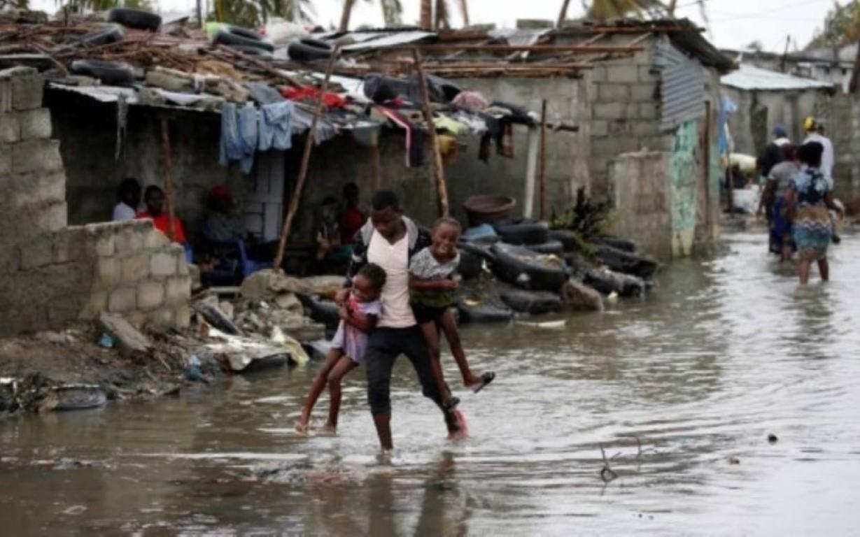 O número de mortos após a passagem do ciclone Idai na África já passa de 700. Moçambique notificou mais mortes neste sábado (23). As inuncações mataram