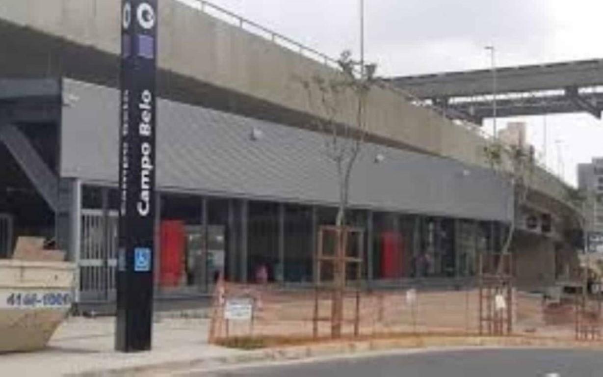 Após atraso de cinco anos, estação Campo Belo é aberta com falhas em SP
