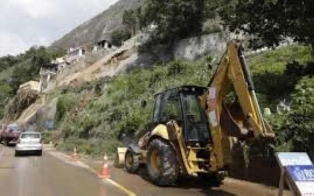 Rio de Janeiro segue em estágio de crise e com vias fechadas.
