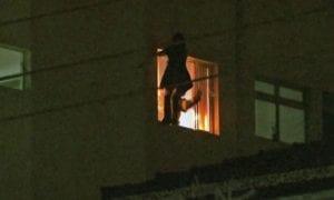 Polícia investiga queda de mãe e criança de 4 anos do quinto andar de prédio na Zona Oeste de SP