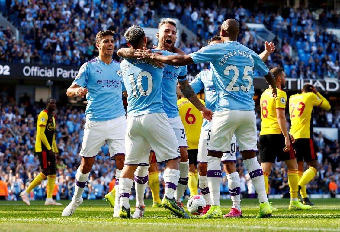 City goleia por 8 a 0 e encosta no Liverpool pela ponta do Inglês