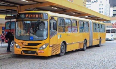 Linha de ônibus dá desconto fora do horário de pico em Curitiba