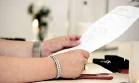 STJ autoriza acréscimo de sobrenome do cônjuge após casamento.