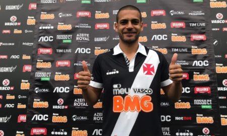 Apresentado, Clayton quer se reerguer no Vasco: 'Oportunidade da minha vida'
