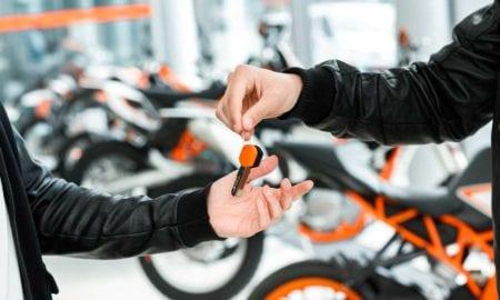 Vai comprar uma moto usada? Veja alguns cuidados que você deve evitar problemas no futuro!