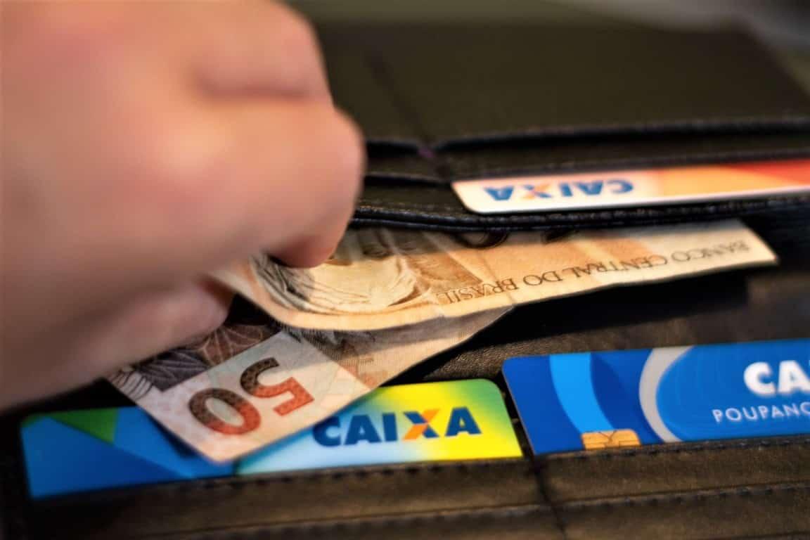 Dinheiro e Cartão da Caixa