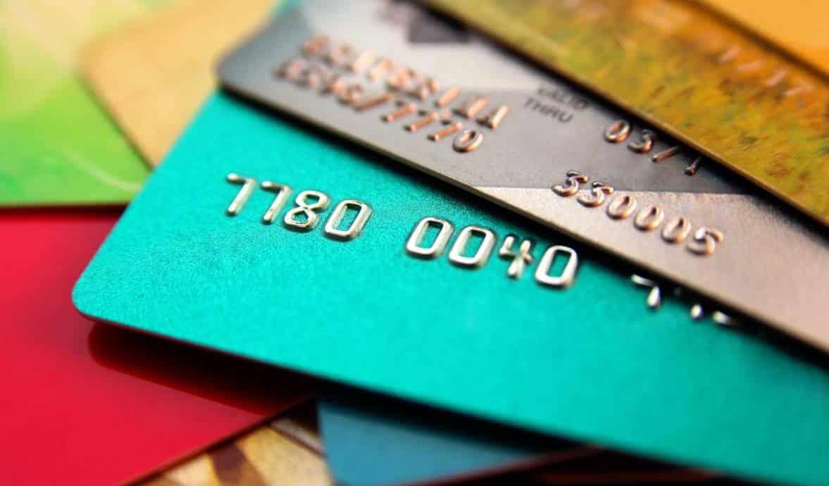 Cartão de crédito compromete vida financeira dos brasileiros