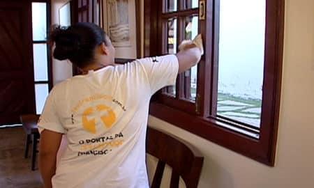 Projeto prevê desconto no IR de salário pago a doméstica dispensada durante pandemia