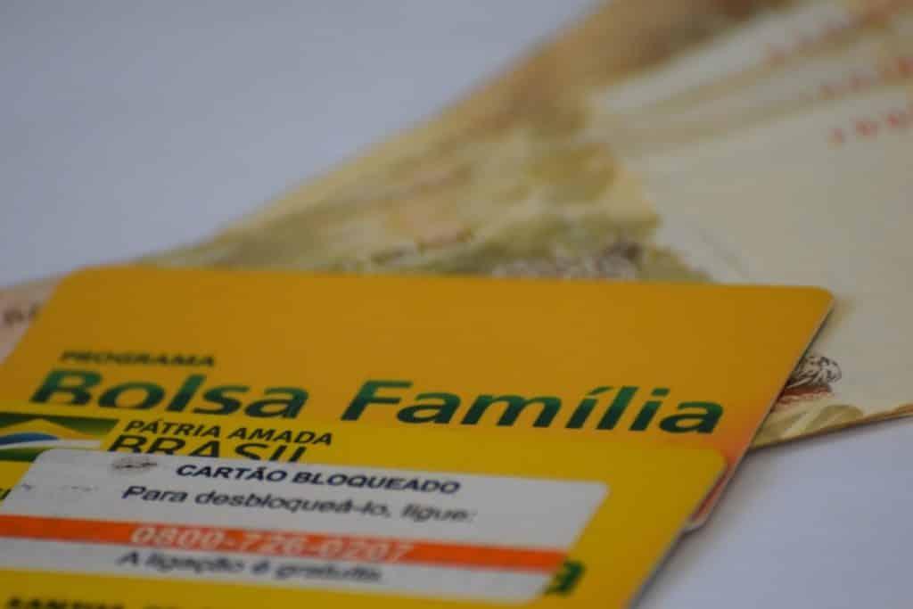 Imagem ilustrativa de cartão do Bolsa Família