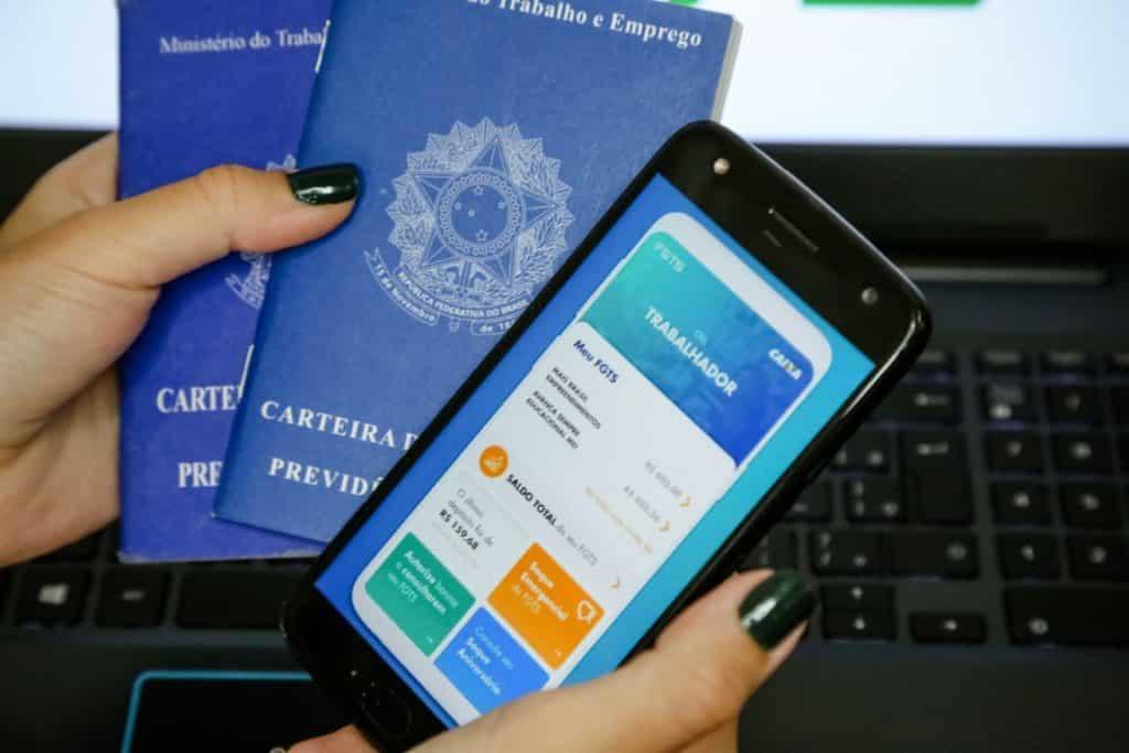 carteira trabalho e celular